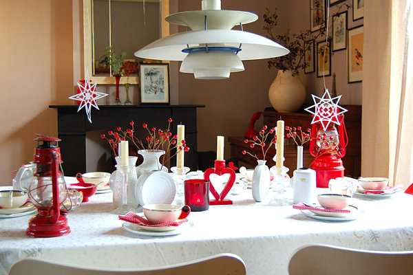 In Fact Some Of The Best Christmas Tables Combine Varied Elements A Display Contrast Dont Be Afraid To Mix Two Different Looks For Unique Effect